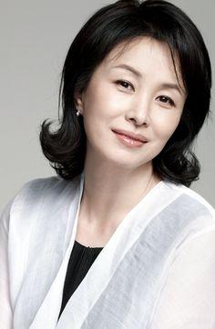 Kim MI Sook Asian Actors, Korean Actresses, Korean Actors, Namjoon, Asian Short Hair, Korean Drama Movies, Permed Hairstyles, Photos Of Women, Female Photos