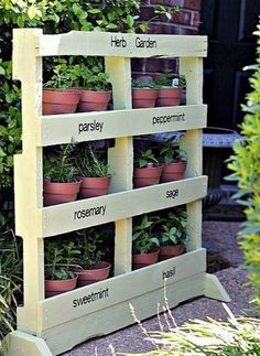 Quick  easy pallet idea -- beautiful vertical herb garden DIY -- love the paint color choice. It would be so fun to play with different fonts on the labels, too.