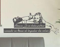 """#Vinilos #Textos #Decorativos """"Nunca se debe gatear cuando se tiene el impulso de volar"""" 03436"""