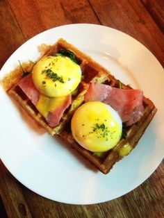 Monsieur Ben Wafels, Frisky's version of egg benedict served with wilted spinach over Belgian waffles and beef/turkey bacon - RM17