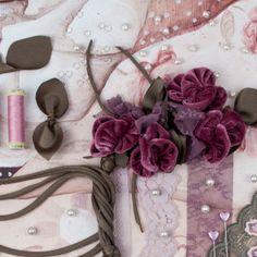 una collana di fiori anthurium
