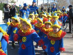 "Carnaval 2007 "" El circ"" - Escola Llibertat -Pallassos disfraz de payaso con bolsa de basura azul. Te decimos un sitio fácil de comprar bolsas de basuras   http://www.multipapel.com/producto-4-colours.htm"