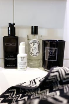 Homevialaura | bathroom | Mia Höytö Cosmetics | Lempeä Uni Öljyseerumi | The White Company