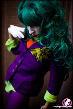 The cosplay scene has its fair share of problems, including more and more reported incidents of sexual harassment and assault. We talked to a cosplay enthusiast to remind you that women in costume still deserve respect. Female Joker Cosplay, Joker Cosplay Costume, Top Cosplay, Superhero Cosplay, Cosplay Diy, Batman Cosplay, Cosplay Ideas, The Flashpoint, Sexy Adult Costumes