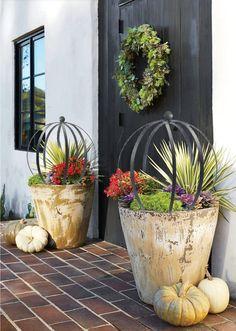 Garden Spheres, Garden Urns, Front Door Christmas Decorations, Fall Planters, Metal Garden Art, Small Garden Design, Flower Pots, Flowers, Trellis
