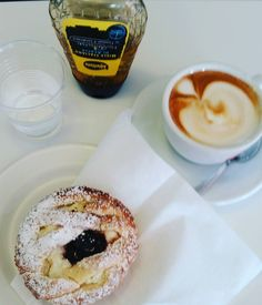 #buongiorno #goodmorning #bonjour #oggialbar #cappuccino  #lacolazionedeicampioni  #instabreakfast #foodporn #igersitalia #followme #followforfollow #runnerscommunity #healthyandyummy