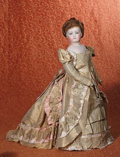 FRENCH FASHION POUPEE IN ORIGINAL SILK TAFFETA GOWN : Lot 39
