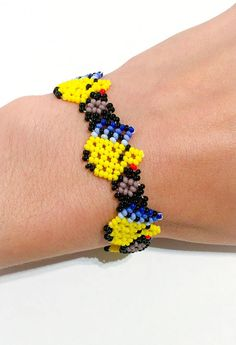 Items similar to Mexican Huichol beaded bracelet with birds motif in yellow or green on Etsy Seed Bead Bracelets, Seed Beads, Handmade Jewelry, Unique Jewelry, Handmade Gifts, Beard Jewelry, Beaded Jewelry Patterns, Beaded Flowers, Bead Art
