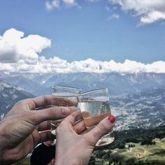 Randonnée dans les Alpes : 3 jours en montagne pour se dépasser Photo Voyage, Champagne, Belle Photo, Alcoholic Drinks, Wine, Engagement Rings, Photos, Comme, Cheers