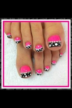 Bright coloured Toe nails by candice