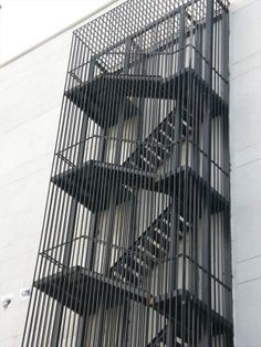 istanbul yangın merdiveni Stair Elevator, Glass Elevator, Cantilever Stairs, Stair Railing, Stairs Architecture, Architecture Design, Outside Stairs, Beam Structure, Steel Stairs