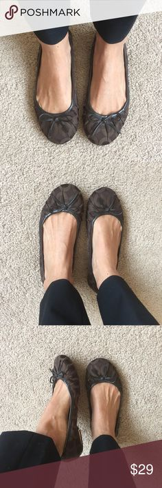 Brown coach ballerina shoes ✔️super cute and class at the same time! ✔️has been used and signs of wear are shown in pictures! Still has some life left in them✨ make an offer or bundle and save biggg🙏🏽❤️❤️🌸 Coach Shoes Flats & Loafers