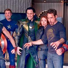 marvel universe Just Tom Hiddleston Avengers: Engame Marvel Jokes, Funny Marvel Memes, Dc Memes, Avengers Humor, Marvel Dc, Marvel Actors, Marvel Heroes, Thanos Marvel, Marvel Universe Timeline