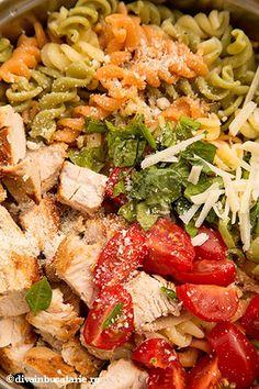 SALATA ITALIANA DE PASTE TRICOLORE CU PUI   Diva in bucatarie Pasta Salad, Cobb Salad, Penne, Ethnic Recipes, Food, Salads, Crab Pasta Salad, Essen, Meals