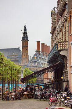 Restaurant Brinkman met zicht op het stadhuis te Haarlem