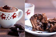 Tento šikovný a zaujímavý nápad na Microwave Baking, Chocolate Cupcakes, Cake Recipes, Sweets, Mugs, Cooking, Tableware, Food, Food Porn