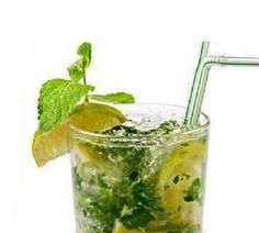 Ingredients: 2 liters water 1 teaspoon freshly grated ginger 1 medium cucumber, sliced 1 medium lemon, sliced 12 small spearmint leaves Place all ingredients in a large pitcher, let blend together overnight. Healthy Foods To Eat, Healthy Drinks, Healthy Tips, Healthy Recipes, Detox Drinks, Easy Recipes, Detox Smoothies, Healthy Junk, Healthy Water