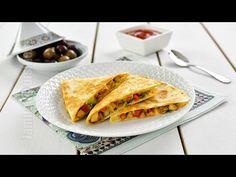 Quesadilla cu pui – reteta video via Confort Food, Vegan Recipes, Cooking Recipes, Vegan Food, Romanian Food, Romanian Recipes, Chicken Quesadillas, Tasty, Yummy Food