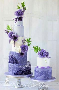 Lavender weddingcake with stunning flowers