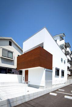 シンプルヴィンテージハウス:外観 Minimal Architecture, Space Architecture, Residential Architecture, Dream House Exterior, Exterior House Colors, White Stucco House, Japanese Modern House, Sister Home, Muji Home