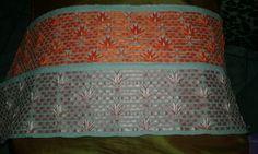 Barra para toalha bordada com fita.