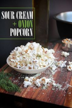 Sour Cream & Onion Popcorn is part of snack mix recipes Sour Cream - 2 tablespoons onion powder 1 teaspoon garlic powder 1 te Popcorn Snacks, Flavored Popcorn, Gourmet Popcorn, Popcorn Kernels, Popcorn Flavours, Homemade Popcorn Seasoning, Popcorn Balls, Popcorn Toppings, Appetizers
