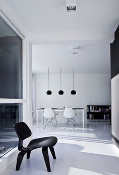 Eames lounge chair and DKR chairs in black&white interior I Copenhagen Penthouse II by Norm Architects Interior Minimalista, Interior Architecture, Interior And Exterior, Interior Design Examples, Black And White Interior, Black White, Piece A Vivre, Minimalist Interior, Minimalist Style