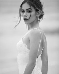 Beautiful white sleeveless half back open dress Bridgette Satterlee, Elite Model Look, Camila Morrone, Open Dress, Chica Cool, Wild Girl, Wattpad, Young Models, Lily Collins
