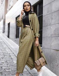 Hijab Fashion - 10 Ways to Style Hijab   Bewakoof Blog Hijab Fashion Summer, Modern Hijab Fashion, Street Hijab Fashion, Modesty Fashion, Hijab Fashion Inspiration, Islamic Fashion, Muslim Fashion, Mode Inspiration, Look Fashion