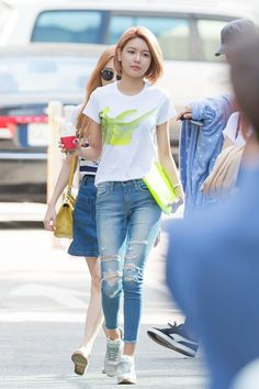 Simple and casual; SNSD's Sooyoung fashion street is so adorable