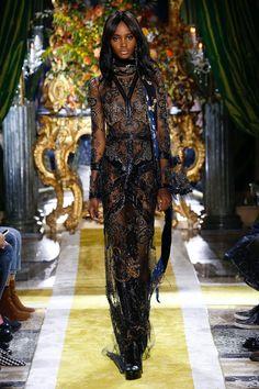Roberto Cavalli, A-H - L'officiel de la mode 50 Fashion, Star Fashion, Runway Fashion, Fashion Show, Fashion Outfits, Womens Fashion, Best Fashion Designers, Spring Couture, Couture Week