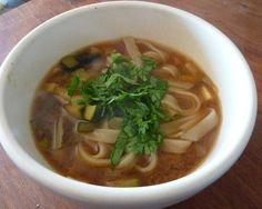 Receta: Sopa de Miso y Vegetales.   Una variación a la tradicional sopa oriental, con ingredientes que fácilmente podemos encontrar en occidente. Muy rica, 100% recomendable