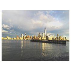 """#紐約 #閃閃發光 #NewYork #skyline  #skyscraper #nyc #clouds #light #sunset #view #newport #newjersey #waterfront"""