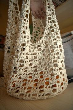Crochet shopping bag, made with mercerized natural cotton. Pattern from a Japanese crochet book, ISBN 4529045234 Crochet Diy, Bag Crochet, Crochet Market Bag, Crochet Shell Stitch, Crochet Handbags, Crochet Purses, Love Crochet, Crochet Crafts, Crochet Baskets