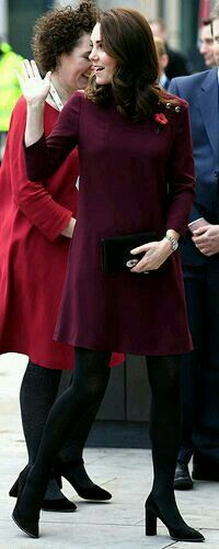 8 November 2017 - Duchess of Cambridge attends School Leaders Forum. Pregnant with baby Cambridge - Sophie Logemann - Neu Pin Kate Middleton Shoes, Kate Middleton Pregnant, Kate Middleton Style, Kate And Pippa, Kate And Meghan, Duchess Kate, Duchess Of Cambridge, Portraits, Victoria