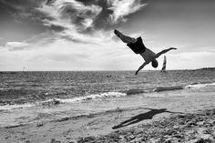 """""""Sky is not the limit"""" von Inge Straub zeigt eine kleine Session an einem Strand in der Türkei. CEWE Fotowettbewerb """"Momente des Sports"""": https://contest.cewe-fotobuch.de/sport-2016/photo/sky-is-not-the-limit"""