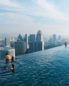 Rooftop infinity pool,Singapore: im not sure how this works, but it looks super scary.