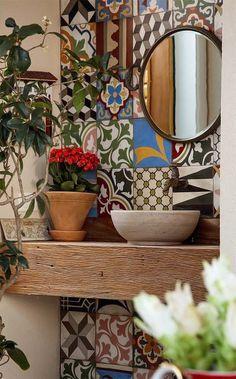 Idee per decorare le pareti del bagno - Maioliche in bagno Ideas for decorating the walls of the bathroom - Majolica in the bathroom Decor, House Design, Interior, Tiles, House Styles, Home Decor, Home Deco, Bathroom Design, Bathroom Decor