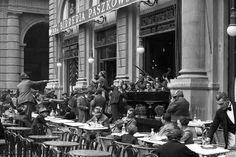 Caffe Paszkowski, my fav Florence bar Beer Industry, Italian Life, Visit Italy, Day For Night, Hello Beautiful, Historical Pictures, Florence Italy, Italy Travel, Street View