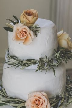 Barbara O Photography - wedding cake with flowers