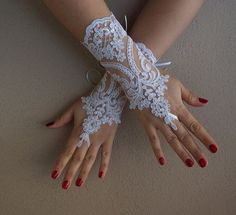 Wedding Gloves, white lace gloves,Fingerless Gloves, white wedding gown, off cuffs, cuff wedding bride, bridal gloves, free shipping