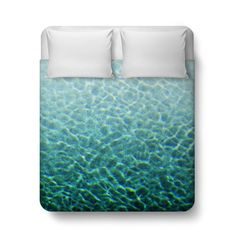 Add a splash of boho style to your beach surf bedroom settings with this duvet cover bed blanket throw, featuring an ombre fashioned pattern of turquoise blue green pool water throughout! Available in Twin, Full, Queen and King Size, this vibrant tropical aquatic accent makes for a great centerpiece addition to any bungalow style bed settings! *Available in Twin, Full, Queen or King Size