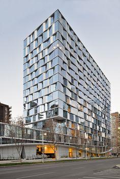 Gallery - Deloitte Building / CFA-Cristián Fernandez Arquitectos - 1 toren kantoren glas uitzicht gevel textuur diepte