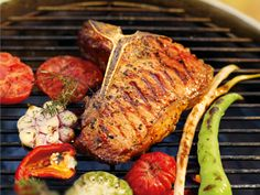 Wollen Sie Ihre Gäste mit zarten, medium gegrillten Steaks verwöhnen? Dann zaubern Sie mit diesem Rezept ein köstliche Roastbeef, das auf der Zunge zergeht.