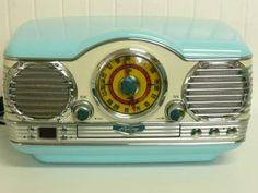 NICE Retro Memorex Dashboard AM/FM Radio with a CD Player $200