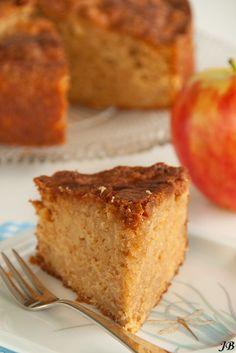 Mmm, deze appel & gembercake met maple syrup is zoet, fruitig en onweerstaanbaar lekker. 110 g boter, op kamertemperatuur 225 g lichtbruine basterdsuiker 2 eieren 210 g patentbloem 1 el bakpoeder snufje zout 1 tl kaneel 250 g appel ( ca. 1½ goudrenet) 20 g verse gember, geraspt 4 el maple syrup 1. Verwarm de […]