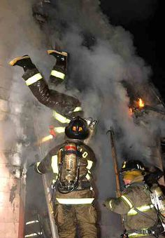 I was in that position when I was hurt in the line of duty. Firefighter Training, Firefighter Paramedic, Firefighter Quotes, Volunteer Firefighter, Firefighter Recruitment, Fire Dept, Fire Department, Fire Training, Firefighter Pictures