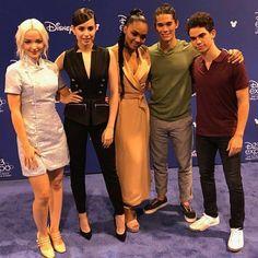 Descendants Videos, Descendants Pictures, Disney Descendants Movie, Descendants Cast, Millie Bobby Brown, Ariana Grande, Decendants, Star Wars, Disney Channel Stars