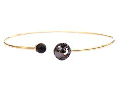 Designed for those who love to make an elegant yet edgy statement, this stunning 24-karat gold plated choker features a cutout globe in black rhodium andblack pearl. Chic and modern, it makes agreat addition toyour everyday collection.