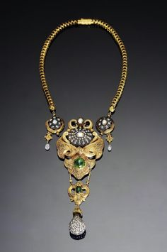 A mid-Victorian style diamond and emerald-set gold Necklace.  India, 19th Century.